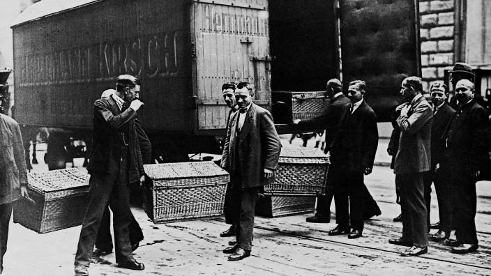 Anlieferung von Geld in einem Möbelwagen, 1923