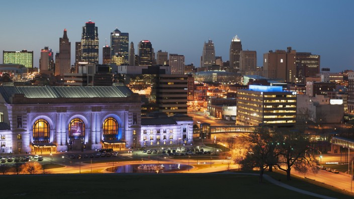 Nighttime Skyline Of Kansas City Kansas City Missouri United States Of America PUBLICATIONxINxGER