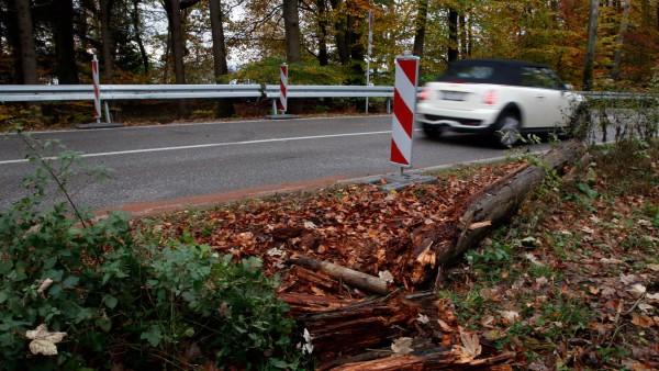 Unfallstelle nach Autorennen; Unfallstelle bei Possenhofen
