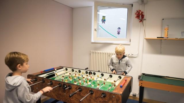 Planegg: Die Räume der Mittagsbetreuung sind zwar großzügig, aber nicht gerade optimal für einen Aufenthalt von kleinen Kindern über mehrere Stunden täglich.