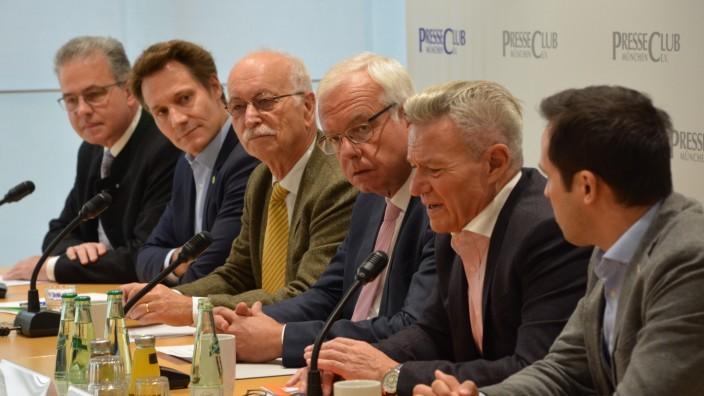 Die fünf Fraktionschefs in einer Diskussion zu einem Jahr schwarz-orange Koalition.