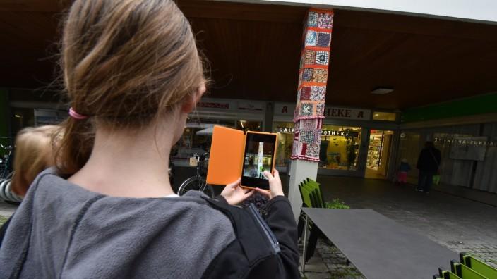 """Neuaubing/Westkreuz: Filme drehen, Geräusche aufnehmen und die Geschichte von Häusern erkunden: """"Bildungsmöglichkeiten bietet jede Straße, jeder Stadtteil, jeder Schulhof oder Spielplatz"""", sagt Maximilian Füeßl von der Spiellandschaft Stadt."""