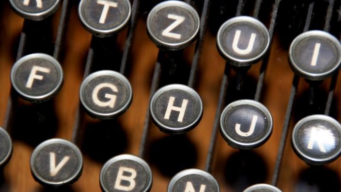 Buchstabiernorm: T wie Theo, Z wie Zeppelin: Buchstaben auf der Tastatur einer alten Schreibmaschine.