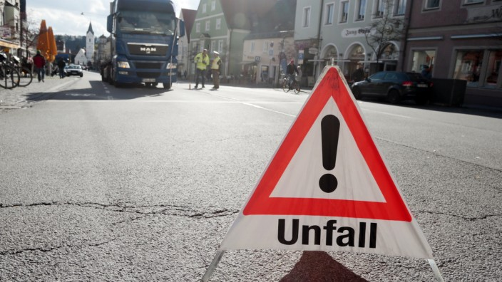 Bruck: LKW-Unfall am Marktplatz
