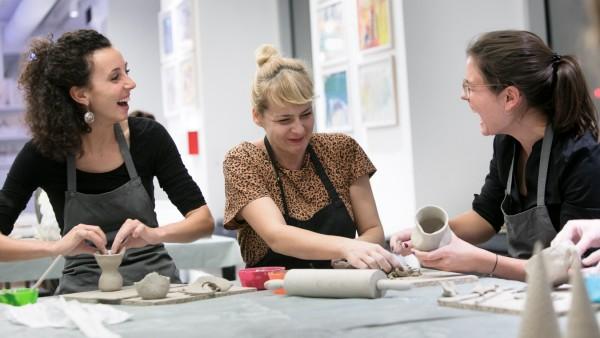 Töpfern.  Keramikwerkstatt (für Erwachsene!) im Kinderkunsthaus an der Römerstraße 21/Ecke Hohenzollernstraße