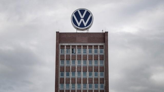 VW-Logo auf dem Verwaltungsgebäude in Wolfsburg