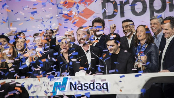 Dropbox?Debuts Above IPO Price After Pricing Above Range