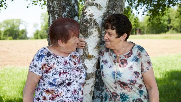 SZ Familie Thema Freundschaft; Oma Rosi und Frau Bellavia