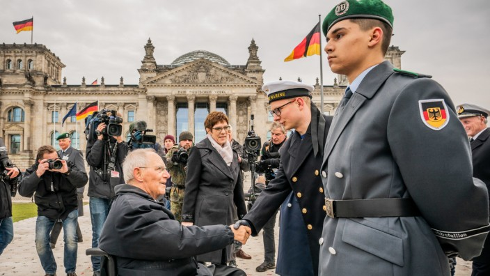 Gelöbnis vor dem Reichstagsgebäude