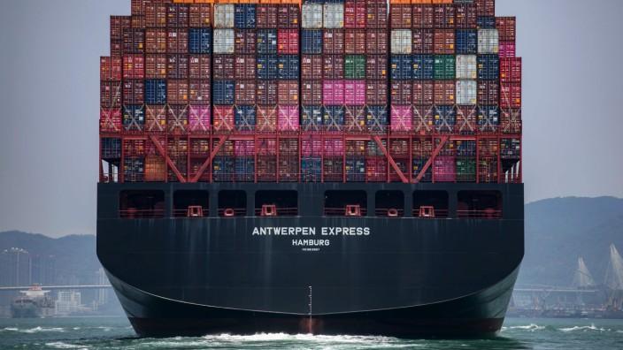 Weltwirtschaft: Voll beladenes Containerschiff