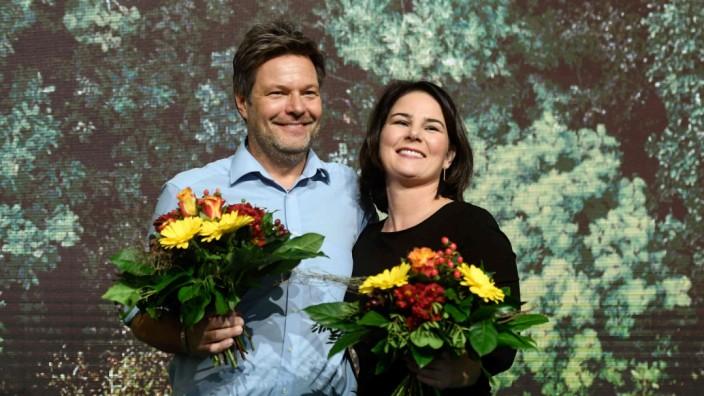 Parteitag in Bielefeld: Mehr als 90 Prozent Zustimmung erhielten die Grünen-Vorsitzenden Robert Habeck, l., und Annalena Baerbock.