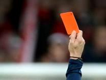 50 Jahre rote Karte: Simpel strafen