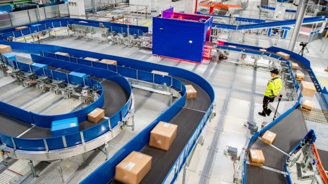 DHL eröffnet neues Paketzentrum