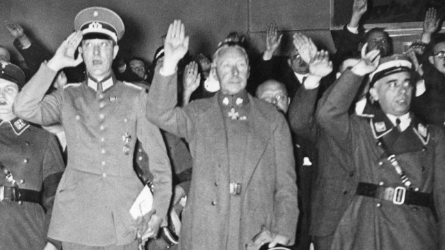 Kronprinz Wilhelm von Preußen während des Berliner Hallensportfests, 1934