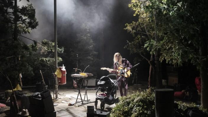 Die Nacht der von Neil Young Getötetenvon   von Navid Kermani  Ein musikalischer Trip   Regie Sebastian Nübling; Thalia Theater Kermani
