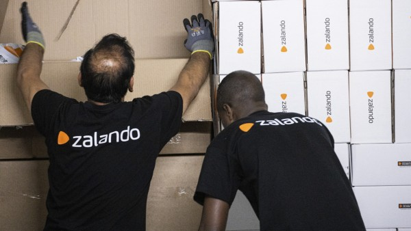 Online Shopping Order Handling at a Zalando SE Logistics Center