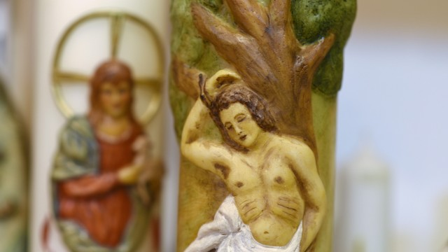 Handwerk und Tradition: Die Kerzen werden zum Teil aufwendig verziert.