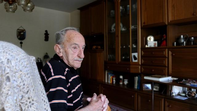 Rudolf Kluge in seiner Wohnung in München-Neuperlach - ihm wurde wegen Eigenbedarfs gekündigt