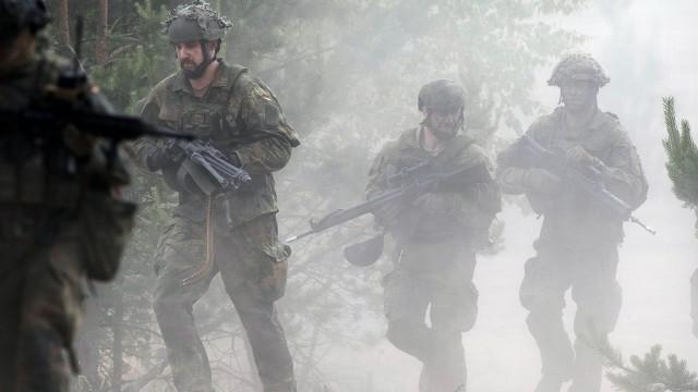"""Verteidigung: """"Eiserne Wölfe"""" im Nebel: Soldaten der Bundeswehr beteiligen sich nahe der litauischen Stadt Padrabė an einem Manöver der Nato."""