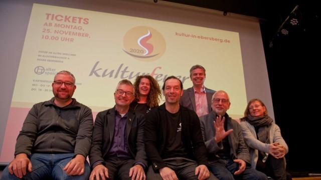 """Kultur in Ebersberg: Die Macher des Ebersberger """"Kulturfeuers"""" freuen sich schon darauf, den Klosterbauhof wieder in ein Wohnzimmer zu verwandeln."""