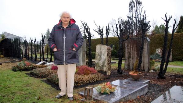 Frieda Krumm beklagt zerstörtes Grablicht; Ärger auf dem Gautinger Friedhof