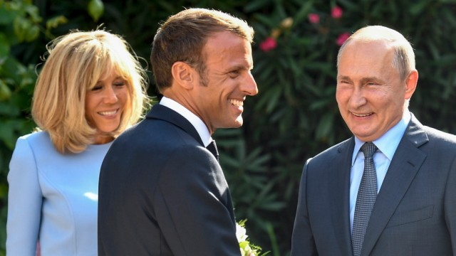 Frankreichs Präsident Macron empfängt Kremlchef Putin