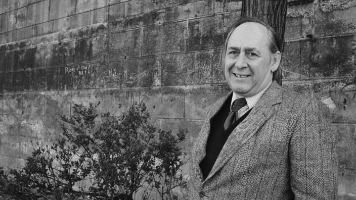 Portrait of J g James Graham Ballard le 24 avril 1985 AUFNAHMEDATUM GESCHÄTZT PUBLICATIONxINxGE