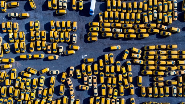 Bilder des Tages MOSCOW RUSSIA APRIL 11 2018 An aerial view of a parking space for Yandex Taxi