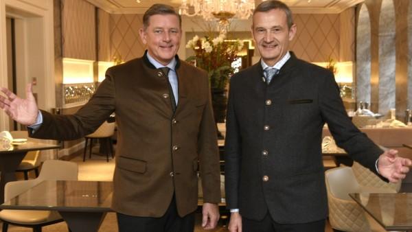 Zu 12.18, dem Unternehmen von Kai Richter (links) und Jörg Lindner, gehört auch eine Hotelgruppe mit 37 eigenen Restaurants und Bars weltweit - und nun auch Schlemmermeyer.