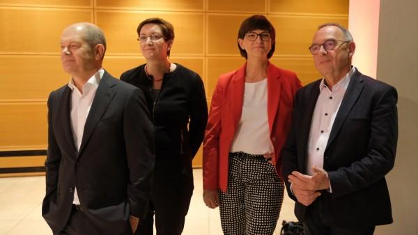 SPD Leadership Candidates Hold Debate
