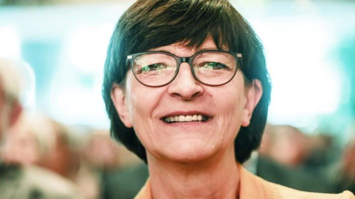 DEU, Deutschland, Nordrhein-Westfalen, Kamen, 28.09.2019: Auf einer Regionalkonferenz stellen sich die Bewerberinnen un