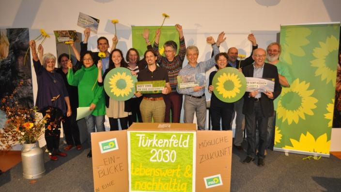 """Türkenfeld: Der noch junge Ortsverband blickt mit seinem Wahlkampf-Slogan """"Türkenfeld 2030 - lebenswert und nachhaltig"""" weit in die Zukunft."""