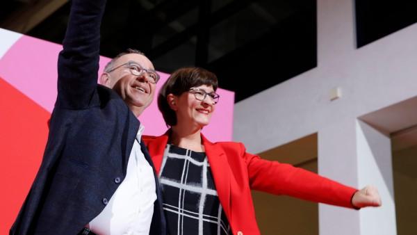 SPD: Norbert Walter-Borjans und Saskia Esken nach der Wahl zum SPD-Vorsitz