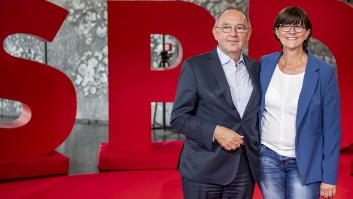 SPD-Vorsitz: Norbert Walter-Borjans und Saskia Esken 2019 in Saarbrücken