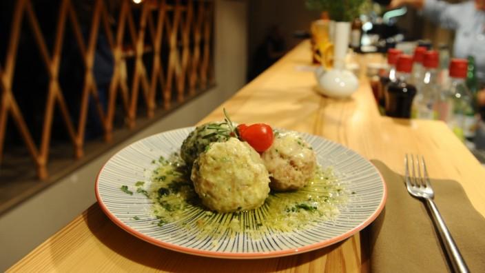 Von Käse über Spinat bis Pizzageschmack: Die Knödel in Finks Knödelküche präsentieren sich in allerlei Geschmacksvarianten gleich köstlich.