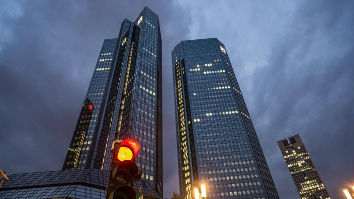 xmhx, v.l. Deutsche Bank Zentrale mit roter Ampel am 24.05.2017, Frankfurt am Main, Deutsche Bank, Deutsche Bank AG, Ak