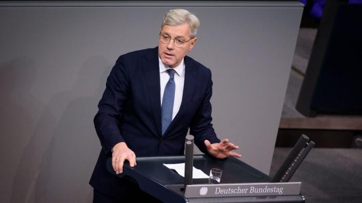 Berlin, Plenarsitzung im Bundestag Deutschland, Berlin - 27.11.2019: Im Bild ist Norbert Röttgen (cdu) während der Sitzu