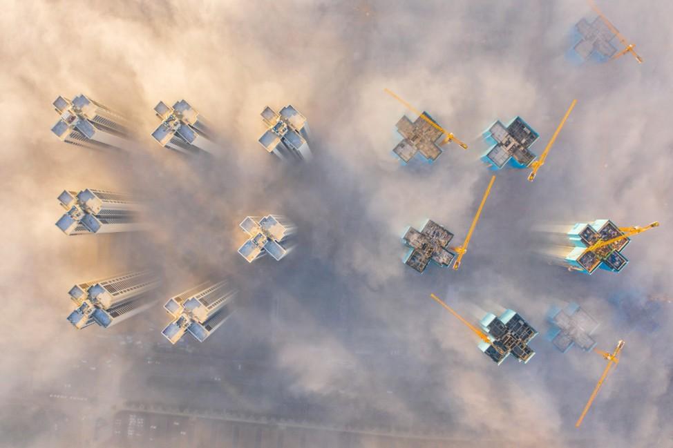 Hochhäuser über den Wolken