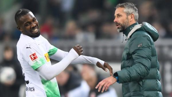 Borussia Mönchengladbach - SG Eintracht Frankfurt 27.10.2019. Trainer Marco Rose (BMG) am Spielfeldrand mit Marcus Thura