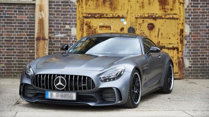 Mercedes GT R 2018 vor Industrie Kulisse Deutschland Europa *** Mercedes GT R 2018 in front of in