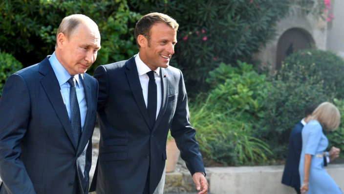 FILE PHOTO: French President Emmanuel Macron welcomes Russia's President Vladimir Putin, at his summer retreat of the Bregancon fortress on the Mediterranean coast