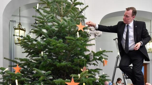 Weihnachtsbaumschmücken mit Kindern