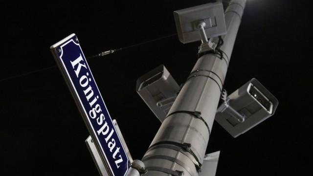 Videokameras am Augsburger Königsplatz: Sie sollen helfen, die Täter nach dem tödlichen Streit zu finden.