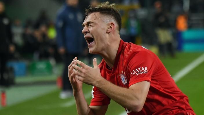 07.12.2019, xjhx, Fussball 1.Bundesliga, Borussia Moenchengladbach - FC Bayern Muenchen emspor, v.l. Joshua Kimmich (FC