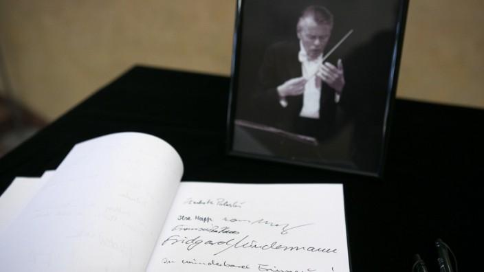 Kondolenzbuch für den kürzlich verstorbenen Dirigenten Mariss Jansons im Foyer des Herkulessaals.
