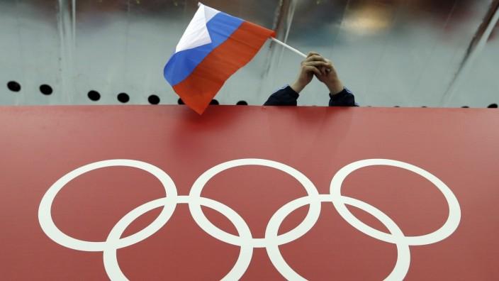 Olympia: Eine russische Fahne wird bei den Olympischen Spielen geschwenkt