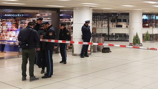 Messerangriff auf Polizisten am Hauptbahnhof München: Die Polizei sperrt den Tatort ab