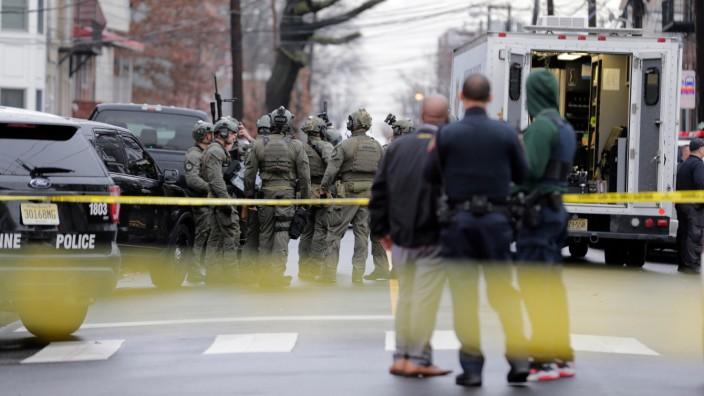 USA: Polizisten am Einsatzort bei einer Schießerei 2019 in New Jersey