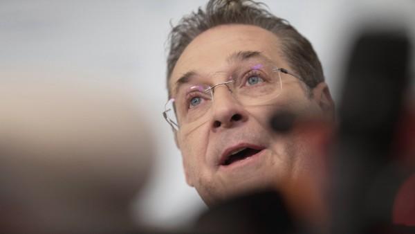 Österreich: FPÖ-Politiker Heinz-Christian Strache bei einer Pressekonferenz 2019