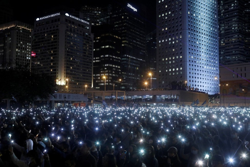 âÄœUnited We StandâÄ� rally in Hong Kong